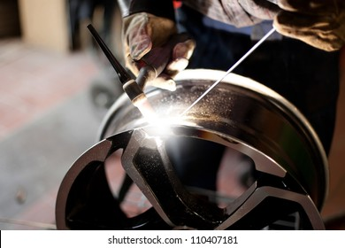 Welding alloy rim. Alloy wheel repair