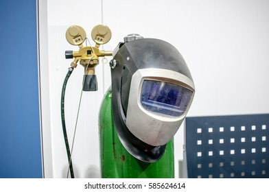 welding helmet gas