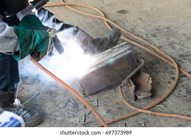 The welding machine is leading welding.