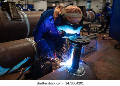 Welding male worker metal is part in machinery nozzle pipeline construction petroleum oil and gas