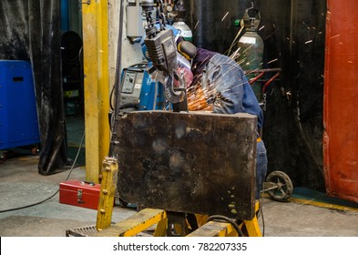 Welding a metal structure