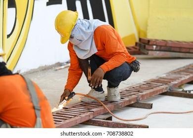 Welding steel rail job for Forklift car in Graffiti event.