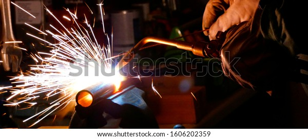 welding-using-oxyacetylene-flame-autogen