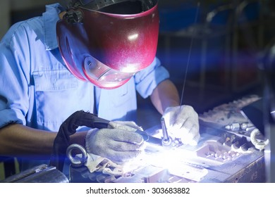 Welding work by TIG welding to repair mold
