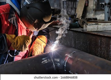 Welding work on the Assembly of components of the steel pipe by manual arc welding with coated electrodes
