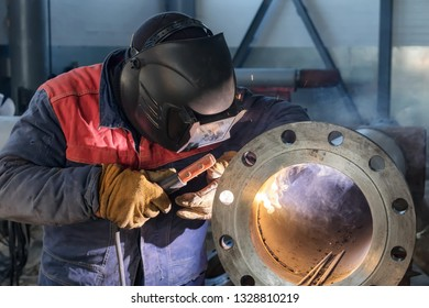 Welding works on production of the pipeline unit-welding of the pipe and thick-walled flange