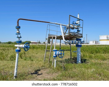 Well for water injection into the reservoir. Maintaining reservoir pressure. Oil production. Well for maintenance of reservoir pressure. Pumping water in layer.