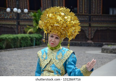 WEST SUMATRA, Indonesia - FEBRUARY 14, 2019 : A woman wearing traditional Minangkabau wedding dresses rented for photography in West Sumatra.