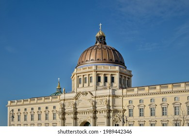 """Western facade of the reconstructed """"Berliner Stadtschloss"""". In the background the cupola of the Berlin Dome"""