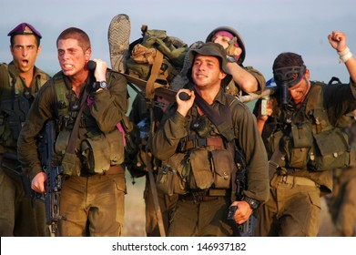 WESTERN NEGEV, ISR - JULY 26:Israeli soldiers during stretcher journey on July 26 2007.The aim is to exercise a scenario of carrying a wounded soldier between 70-120km depending on the IDF army unit.