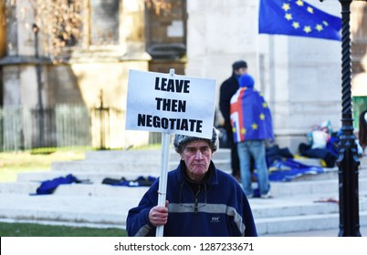 Westminster, London, UK. January 17 2019. A pro Brexit protestor - for the UK 'crashing out' of the European Union without a deal - holding a banner stating 'Leave Then Negotiate'
