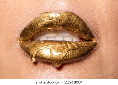 Wet gold lips