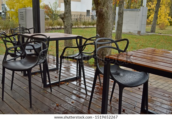 wet-tables-black-chairs-street-600w-1519