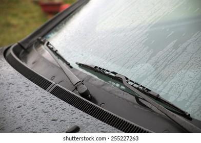 Wet windshield wiper
