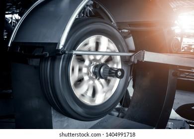 Wheel balancing machine for car tire repair service