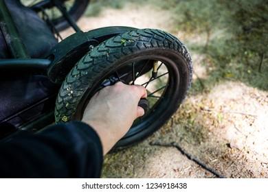 Wheel change carts at children