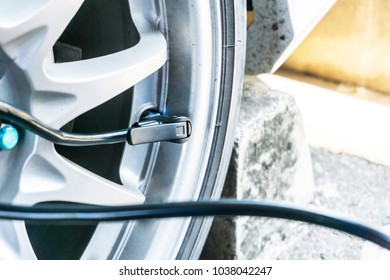 Wheel hub and air supply cable for Tire inflation of car maintenance concept