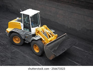 Wheel loader machine loading coal