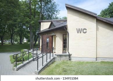 wheelchair ramp to the toilet