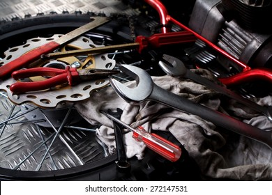 Wheels and mechanic tools