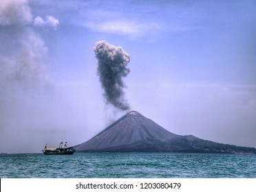 When the Anak Krakatau volcano erupted, the sky looked bright blue
