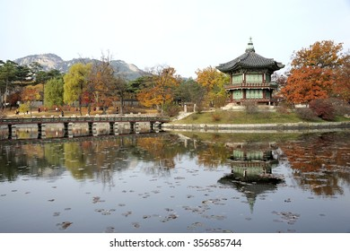 When the Geoncheonggung Palace was built, an artificial islet was created in the middle of the pond, on which a hexagonal pavilion is situated with the name Hyangwonjeong Pavilion