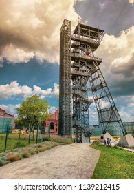 When the new venue of Muzeum Śląskie was completed, new life was breathed into the tower of the Warszawa II shaft converted into an observation tower. The reinforced foundations, a new panoramic lift.