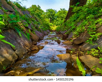 When I was roaming then I reached a place where the atmosphere was very nice, there was a pleasant breeze, the water was flowing around the green color and water blue