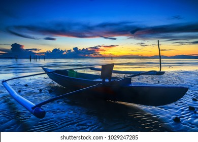 When the tide is low on Nagalang beach with a beautiful sunrise that invites the photographer to enjoy it.