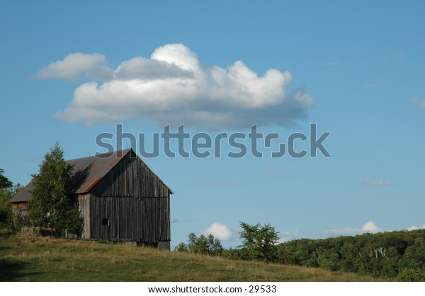 While driving to our family campsite, I happened to see this old barn, and snapped the shot as we drove by.