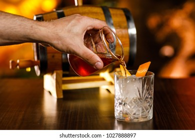whiskey coktail making drink