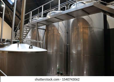 whiskey distillation equipment made of metal