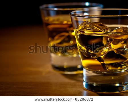 whiskey on rocks old fashion glass の写真素材 今すぐ編集