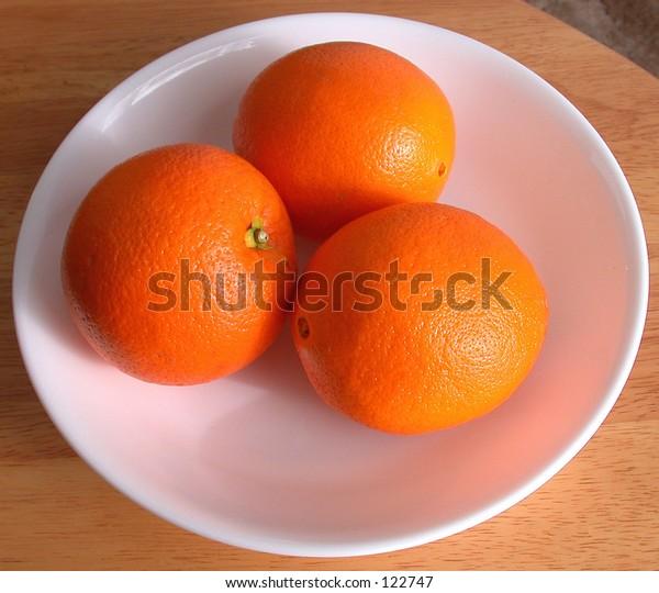 white bowl of oranges