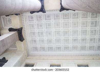 White ceiling decorated with floral pattern