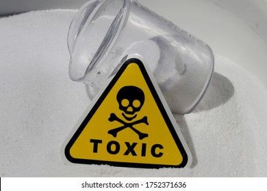 a white chemical powder with a yellow toxicity mark and with a skeleton indicating the toxicity of a white powder