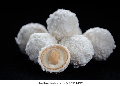White chocolate and coconut candy filled with white cream and almond