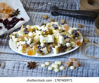white chocolate fudge with pistachio, cashews, marmalade and dried cranberries