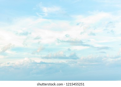 The white clouds in the blue sky with the events of each day are difficult to guess.