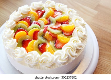 White cream cake with mixed fruity