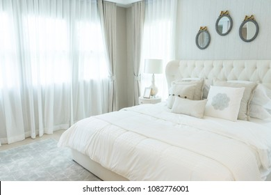 white elegance English style bedroom with side table lamp.