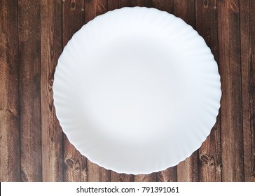 white empty, a plate of dark wood