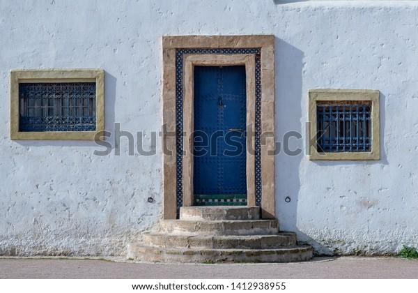 white-facade-blue-door-morocco-600w-1412