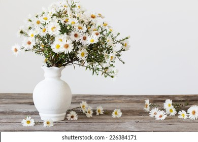White Flowers In A Vase Images Stock Photos Vectors Shutterstock
