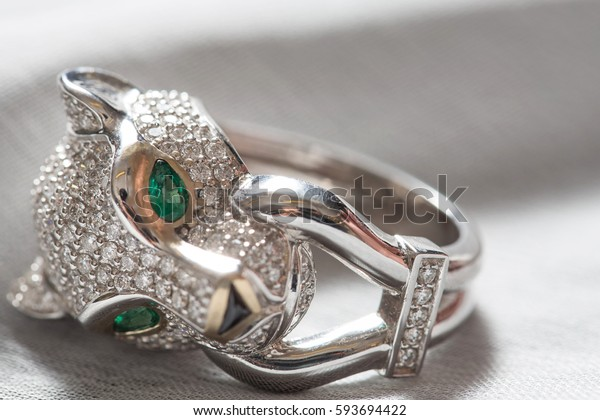 white gold diamond ring tiger head with green gem