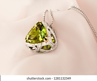 White Gold Pendant With Peridot And Diamonds