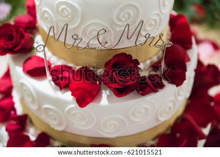 White Gold Wedding Cake Flowers Red Stock Photo (Edit Now) 621015521 ...