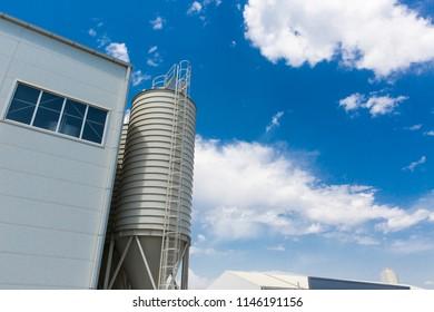 white grain tank