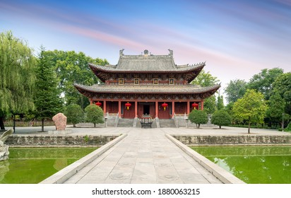 """White Horse Temple is the first government-run temple built after Buddhism was introduced to China, Luoyang, China.Translation:""""Daxiong Hall"""""""