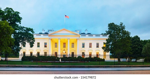 The White House building in Washington, DC at the night time